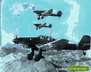 Flugzeuge Junkers Ju 87 Oktober 1943 : Hochgeladen von / Uploaded by Cobatfor Hier von P. K. Moeller verändert: gefärbt, Hakenkreuz verdunkelt [Photo edited through colouring and darkening of the Swastika by P.K. Moeller] Licence: (CC BY-SA 3.0 DE) / Lizenz Full Original in Bundesarchiv.